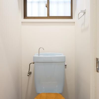 トイレには木製便座を。※写真は前回募集時のものです