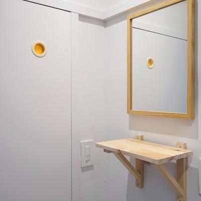脱衣スペースにはカーテンレールと可愛い鏡が◎※写真は前回募集時のものです