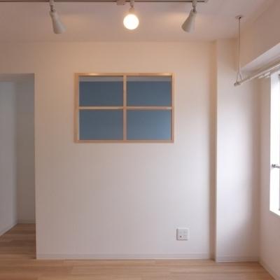 お部屋に戻って。この木枠がやっぱりかわいい。※写真は前回募集時のものです