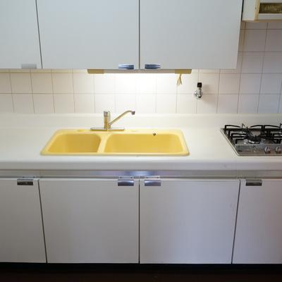 キッチンのシンクは懐かしいタイプ!