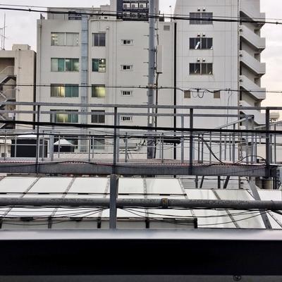 眺望はこの通り。目の前がアーケードの屋根です。※写真は前回掲載時のものです。