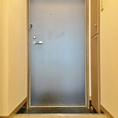 玄関はこちら。※写真は前回掲載時のものです。