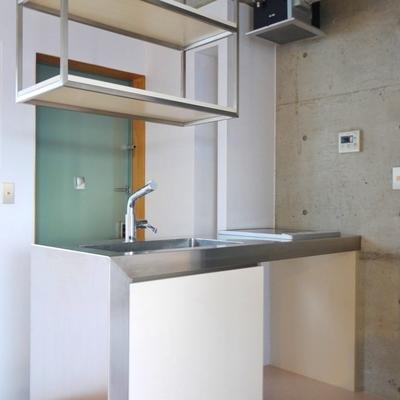 キッチンは、ちょっぴりとコンパクトサイズ。※写真は前回募集時のもの。