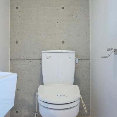 洗面と同室のお手洗い。※写真は前回募集時のもの。