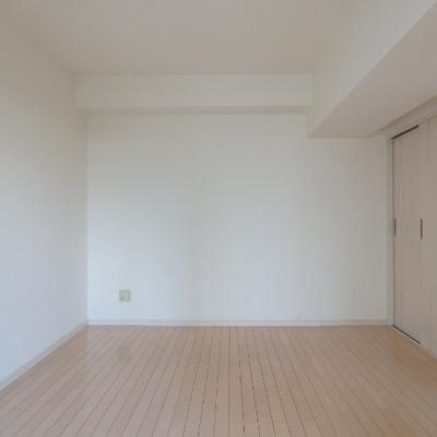 寝室も8帖あり、ゆったり。※写真は別部屋