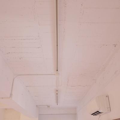 剥き出しの天井※写真は、前回撮影時のもの