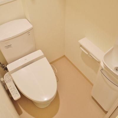 トイレには手洗い。