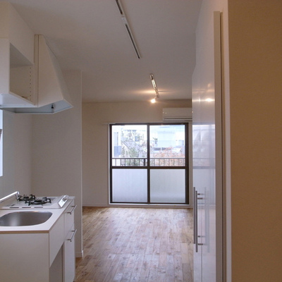 キッチンはTOMOSオリジナル※写真は3階別部屋のもの
