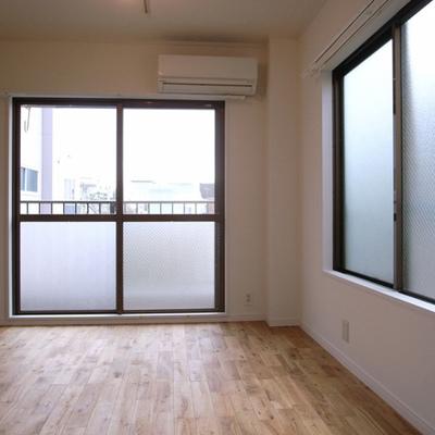 窓がたくさん。採光も風通しも抜群!※写真は3階別部屋のもの