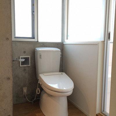 トイレは脱衣所に。※写真は5階の同間取り別部屋のものです