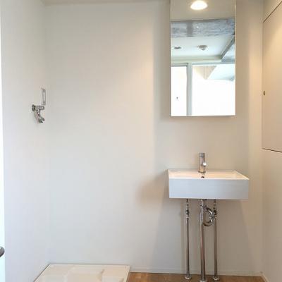 洗面台はシンプルで使いやすそう!※写真は5階の同間取り別部屋のものです