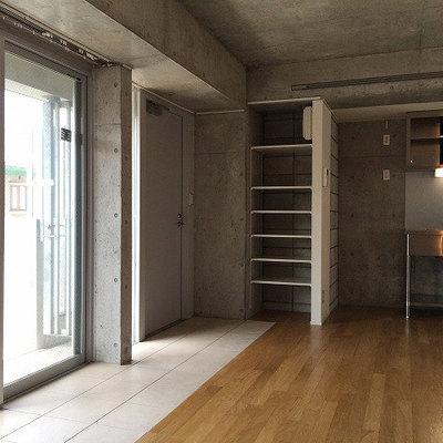 コンクリがクール※写真は5階の同間取り別部屋のものです