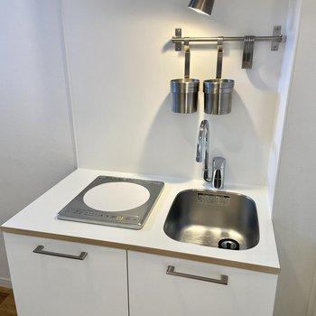 1口IHコンロです。スチールバーには調理器具などをかけることができます。