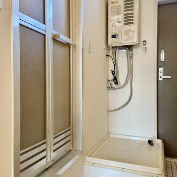 洗濯機は玄関側に置くことができます。