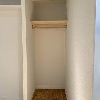 扉無しの収納で圧迫感を軽減できます。