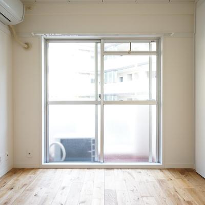 寝室もしっかり明るいです。※写真は前回募集時のものです