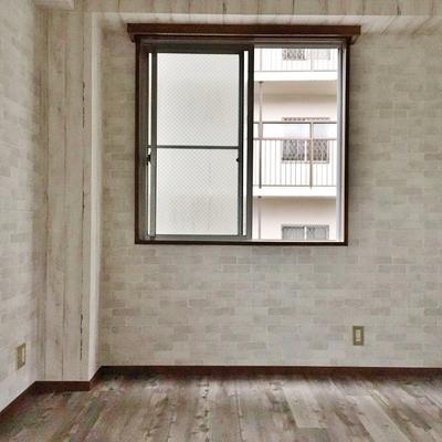 こちらは階段上って左手のお部屋。
