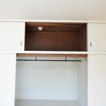 【洋室①】上にも収納スペースが