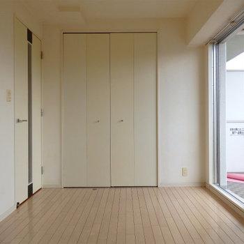 最低限の広さ。シンプルな間取です (※写真は6階の同間取り別部屋のものです)