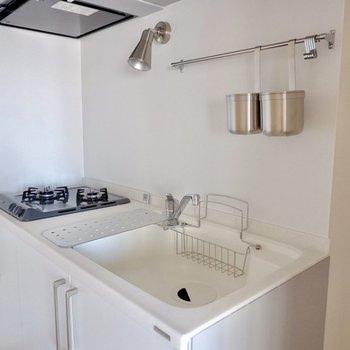 人工大理石で耐熱なども安心なキッチンです。