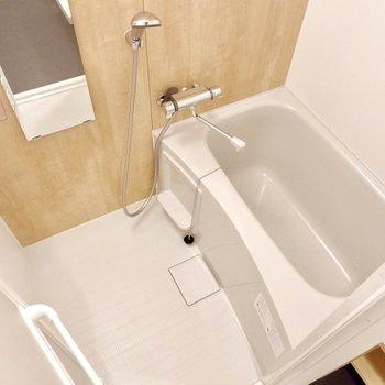 浴室は1人暮らしに十分なサイズ感です。