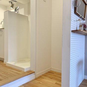 冷蔵庫はこちらのスペースに置けます。