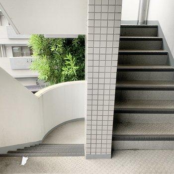 2階までは階段です。