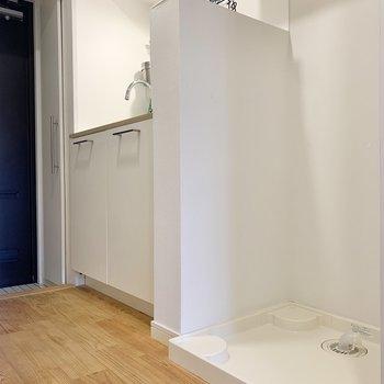 洗濯機置き場はキッチンのお隣です。
