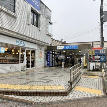 最寄りの【百合ヶ丘駅】は小さめの駅です。