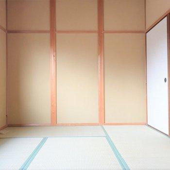 【2階和室】シャッター付きで防災と防犯兼ね備えてます!