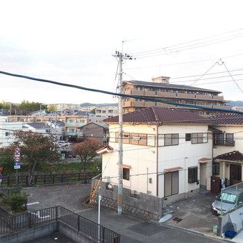 【2階】和室からの眺望も抜けていて気持ちいいです〜!
