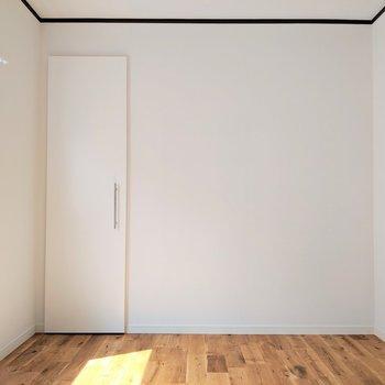 【2階】洋室ともに無垢床仕上がりなのです!