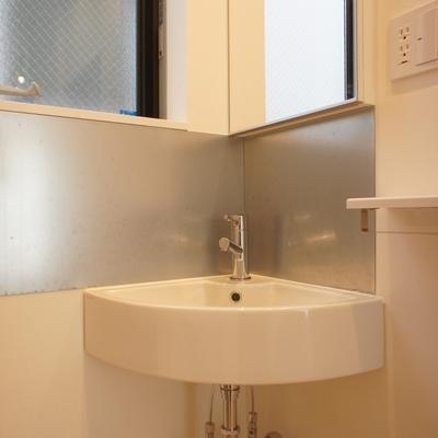 洗面台もとてもコンパクトです ※写真は前回募集時のものです