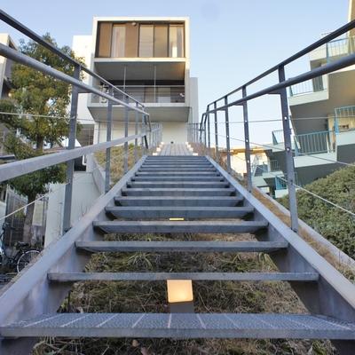 エントランス。階段だけど登るのが楽しくなる