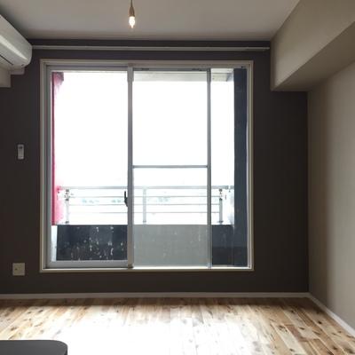 賃貸では珍しい、無垢床のお部屋です!