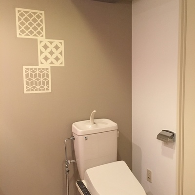 トイレは落ち着いた色味でお洒落にね。
