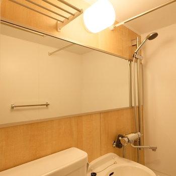 上部棚もついているので、収納場所を確保しにくい3点ユニットでも安心※写真は同間取り1階の別部屋です