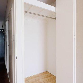 収納は天井までめいいっぱい使えます!※写真は反転タイプの間取りのものです。