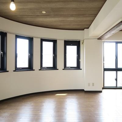 そして、奥まで窓。。(写真は601号室)