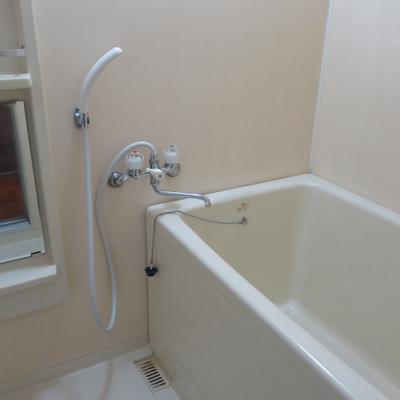 浴槽深めです。(写真は601号室)