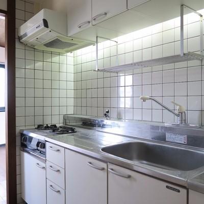 キッチンはゆったりめ。(写真は601号室)