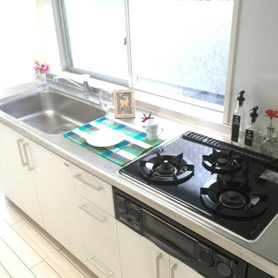 キッチンも広々♪隣に洗濯機置場!※写真は前回募集時のものです