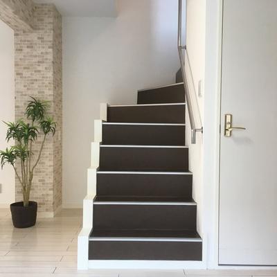 玄関横に階段発見♪※写真は前回募集時のものです