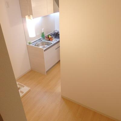 1階のちょっとしたスペース。食器棚ゃ調理器具などが置けますね
