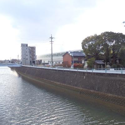鳴海駅前を流れる扇川。雰囲気の良い場所です