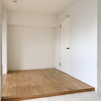 一部分だけ木の床になっていました!寝室としてでも、プレイルームにしても◯(※写真は清掃前のものです)