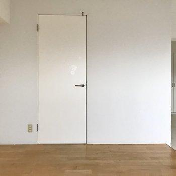 あの扉の先は・・・(※写真は清掃前のものです)
