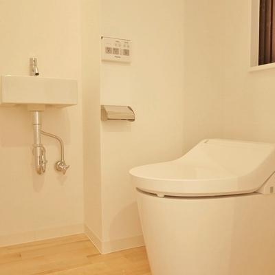 うれしい窓と手洗いつき。※写真は101号室です。