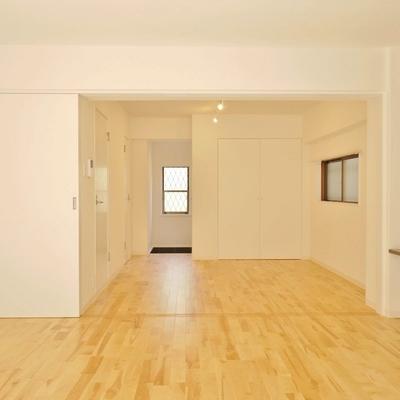 無垢の床がなんとも気持ちよい。※写真は101号室です。