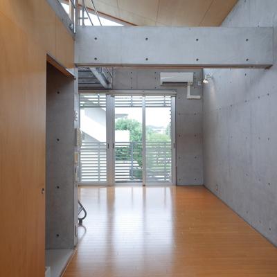 【下階】この開放感たるや!!※写真は2階の同間取り別部屋のものです
